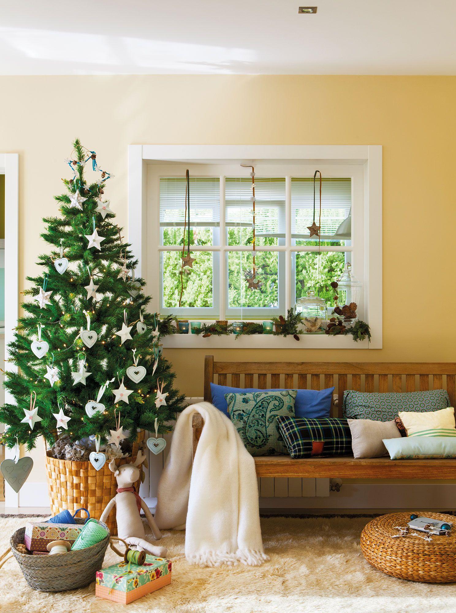 Recibidor con rbol de navidad decorado con corazones y - Chimenea piso pequeno ...