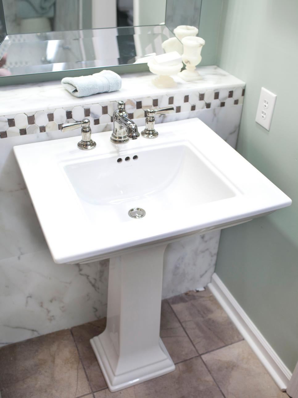 This small bathroom feels spacious thanks to strategic design ...