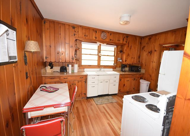 What a charming spot to get away from it all at the Good Harbor Grove cottage. Situated on a spacious piece of land, you are surrounded by sunshine, birds, beauty and wide open spaces.