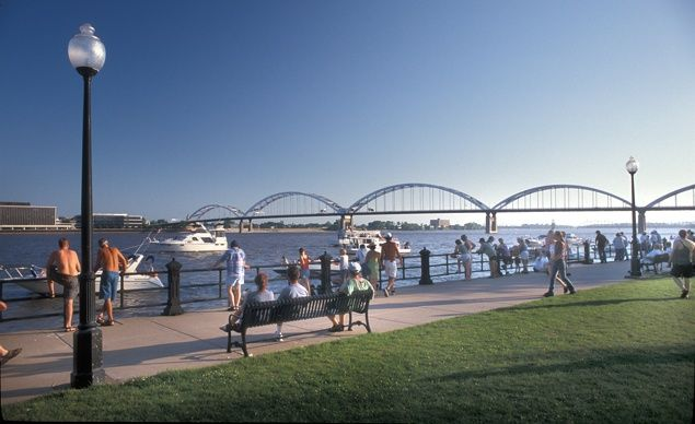 Photos Stunning Riverfront Towns Riverfront Quad Cities Travel