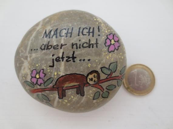 handbemalter Stein 7x7 cm mit witzigem Spruch: Mach ich! ...aber nicht jetzt..., bunt bemalter Kieselstein, Humor bemalte Steine lustig