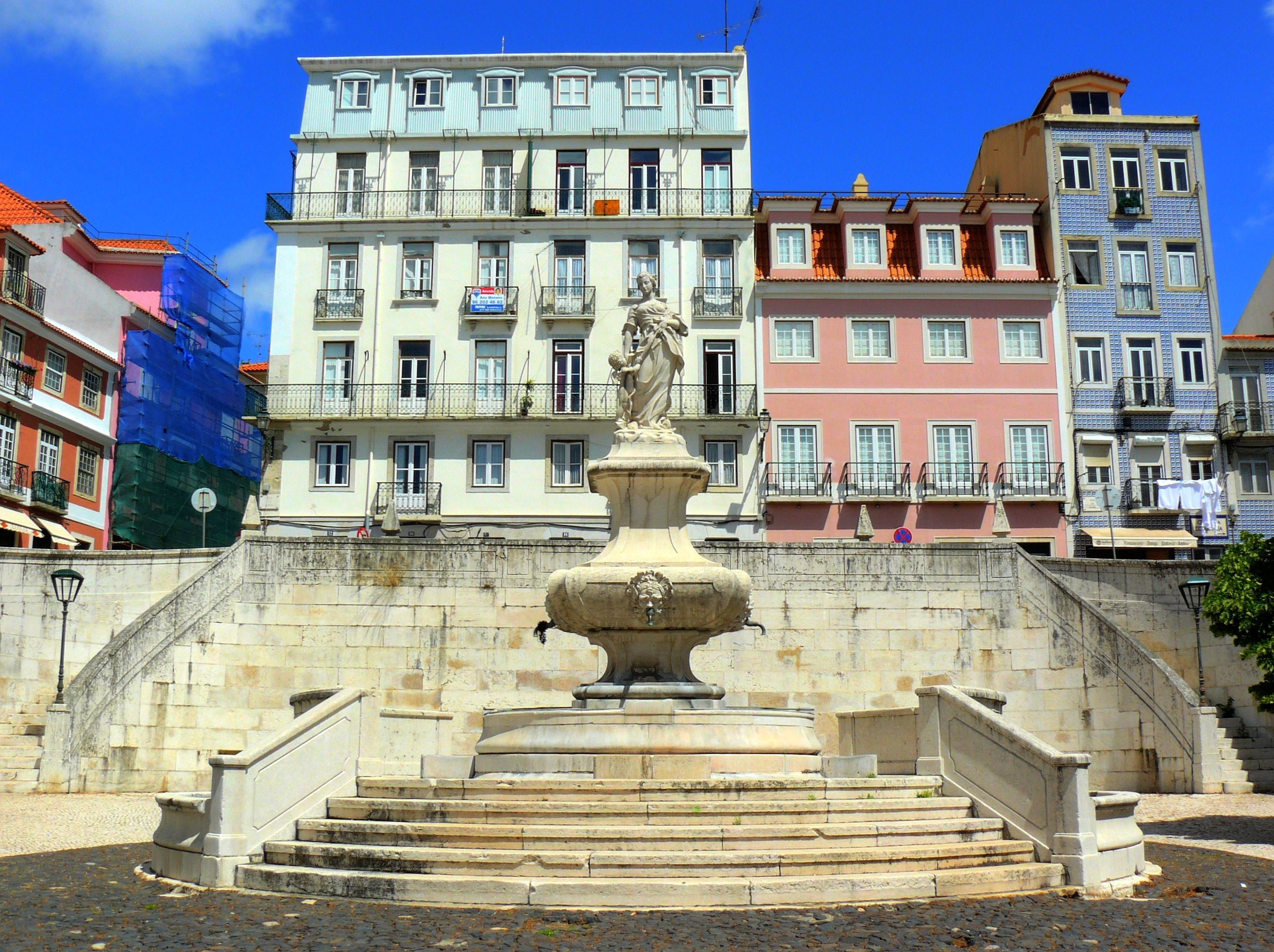 #0A46C1 Pinterest • The world's catalog of ideas 702 Janelas Verdes Lisbon