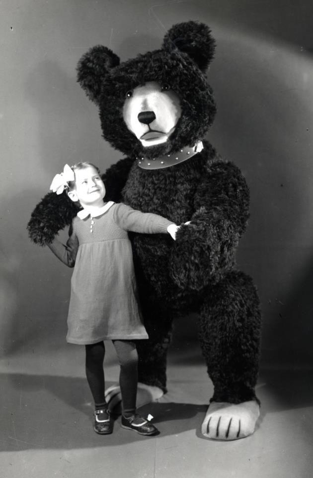 de314e24ad6a8a vintage photo of little girl with giant Steiff bear | vintage photos ...