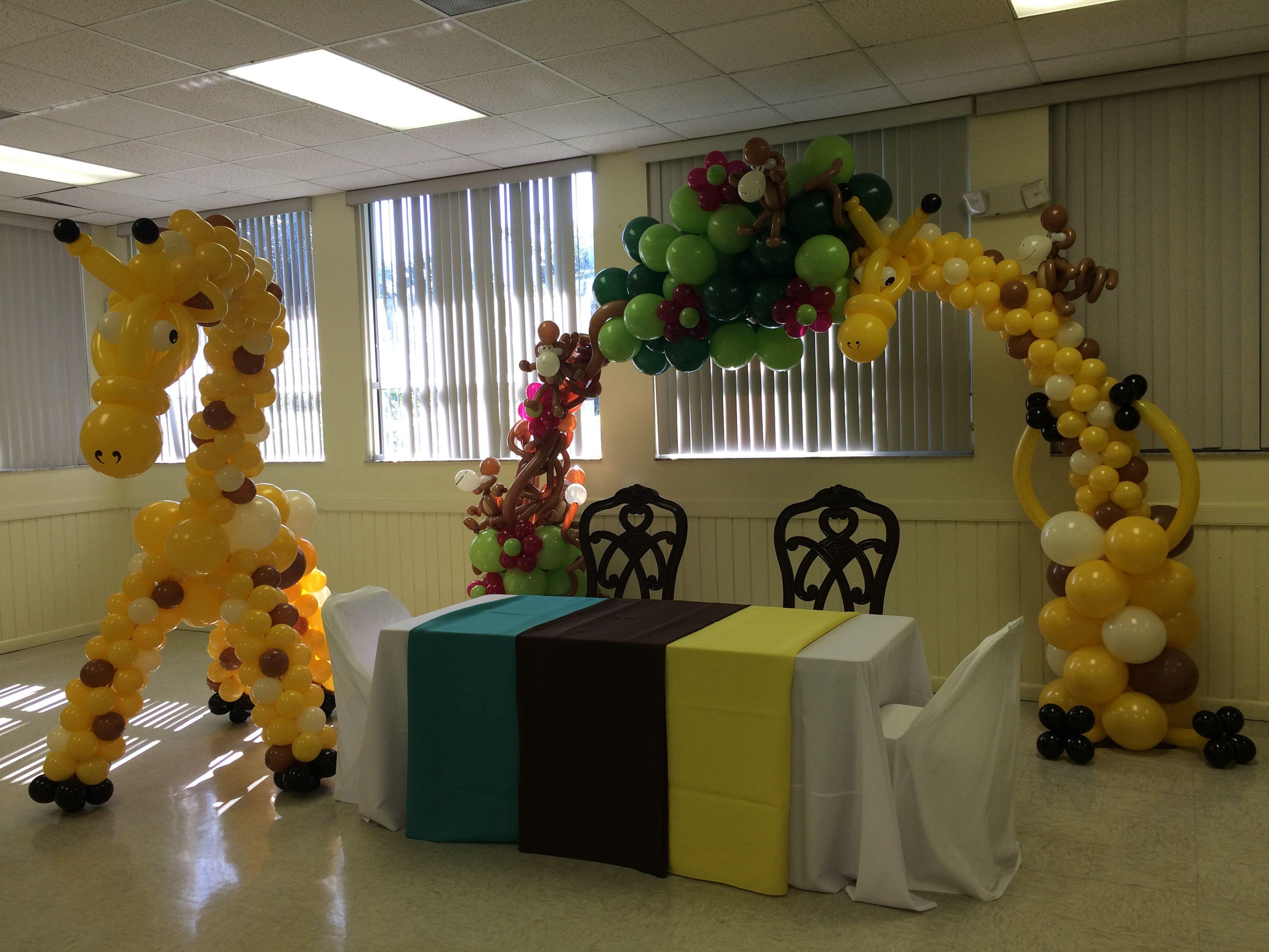 Safari themed baby shower Giraffe balloon sculpture and giraffe