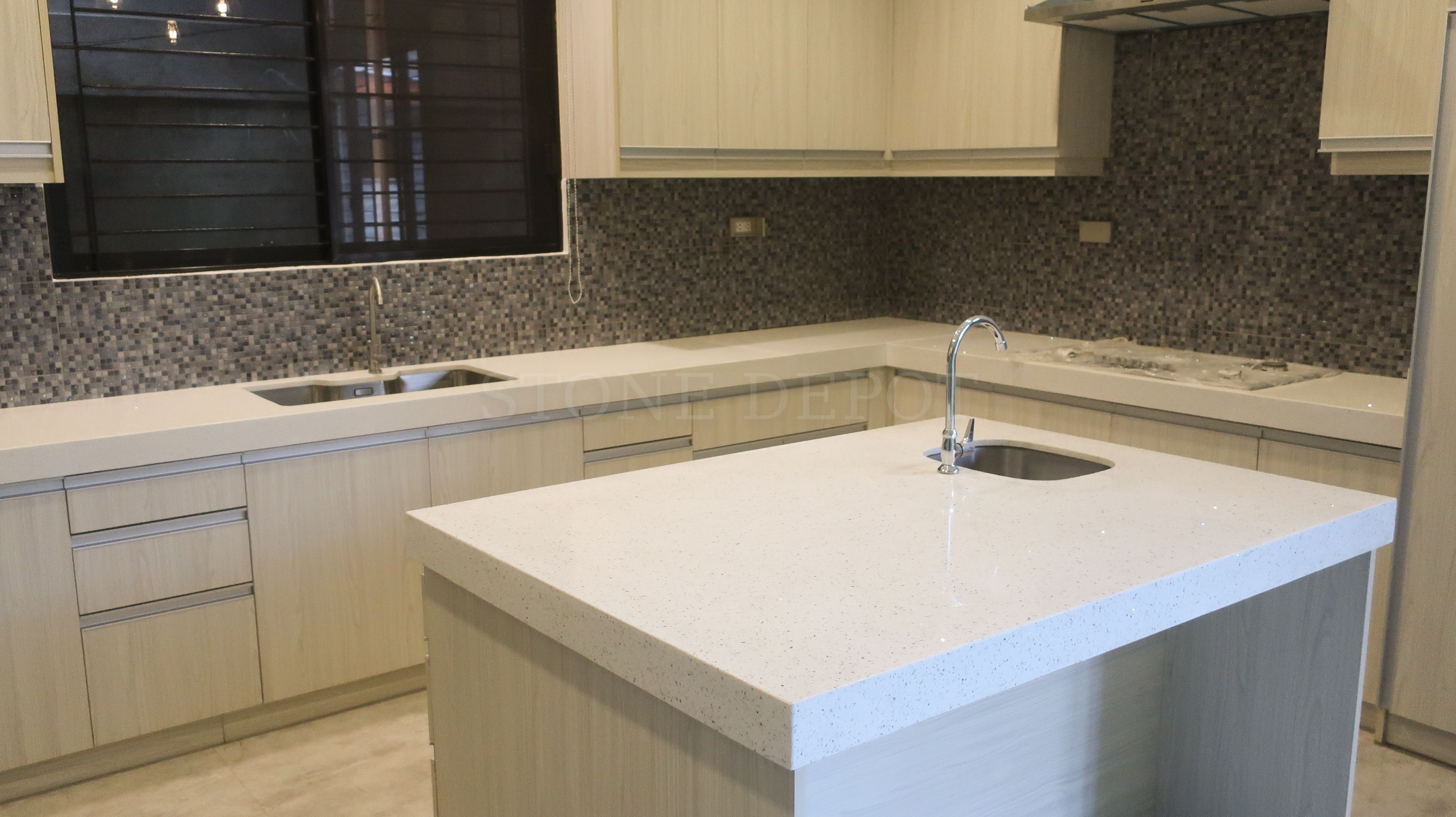 Are You Looking For An Engineered Quartz For Your Kitchen Countertop Drop Us A Message To Get Y Countertops Kitchen Countertops Marble Granite Countertops