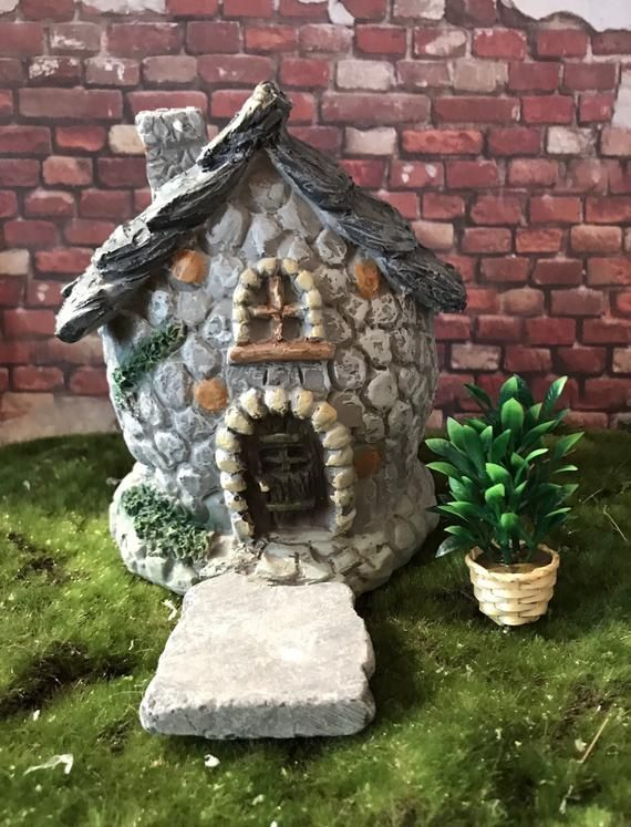 Miniature stone Fairy Garden House with stone look and large leaves roof miniature garden hofairy