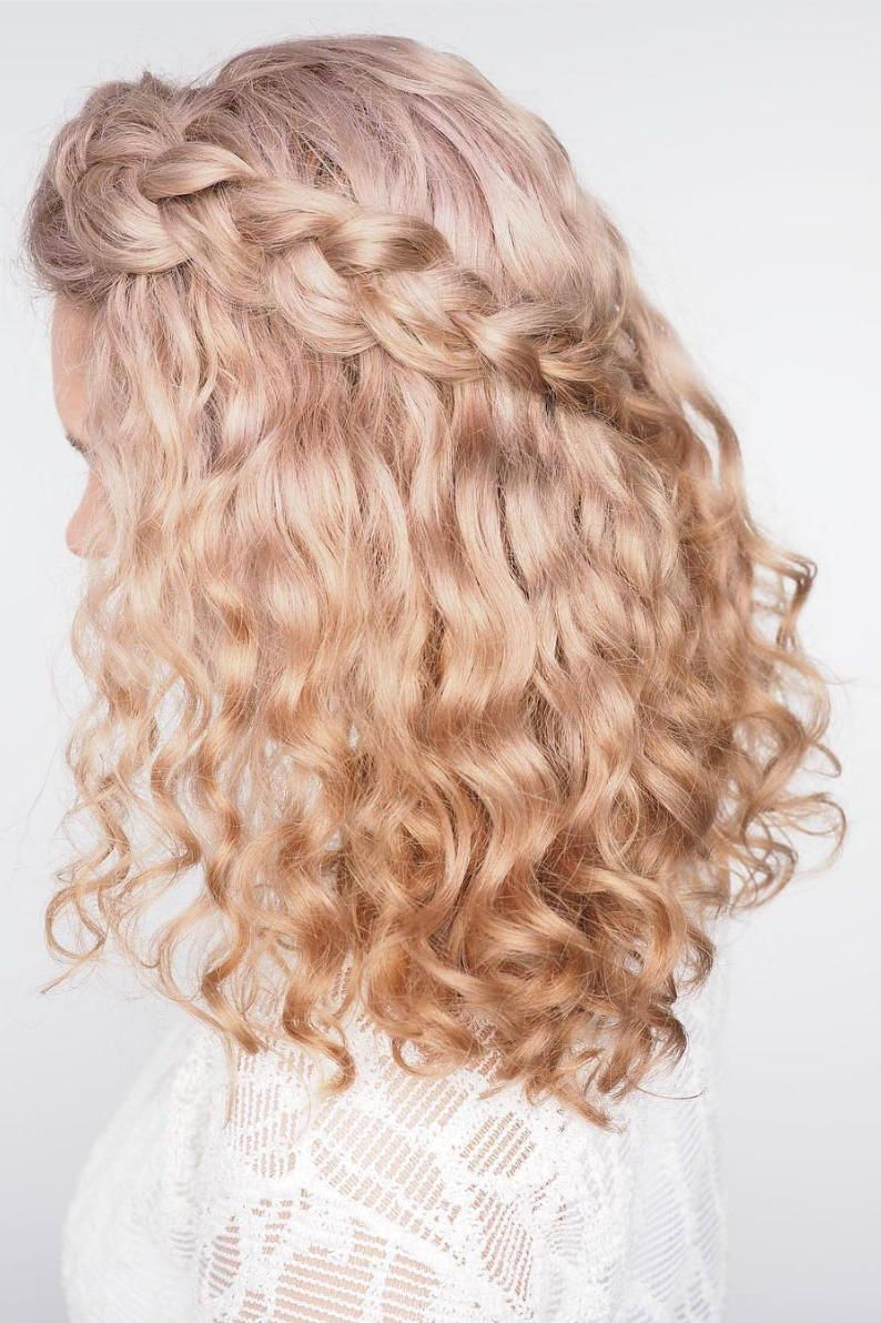 17 Beautiful Ways To Style Blonde Curly Hair Curly Hair Styles Naturally Curly Wedding Hair Curly Hair Styles