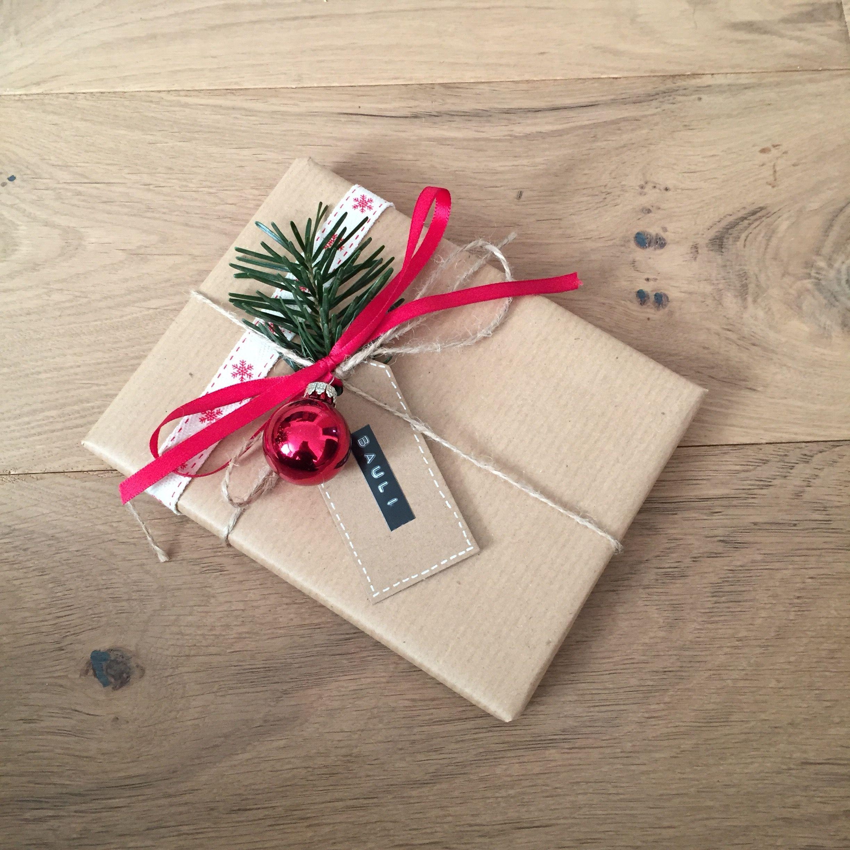 Weihnachtsgeschenk #weihnachten #rot #natur #backpapier #verpackung ...