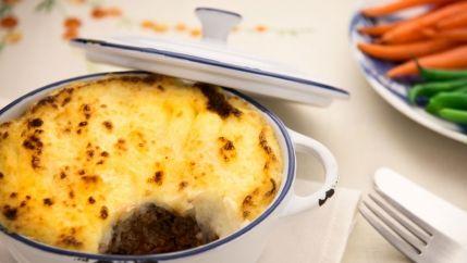 طريقة عمل صينية البطاطس باللحمة المفرومة بالفرن Recipe Vegetarian Shepherds Pie Food Recipes