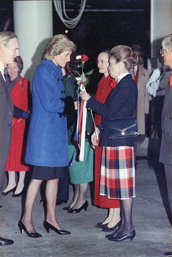1989-02-01 Diana receives a flower from New York City Commissioner Barbara Margolis on arrival at JFK International Airport in New York by Concorde from London