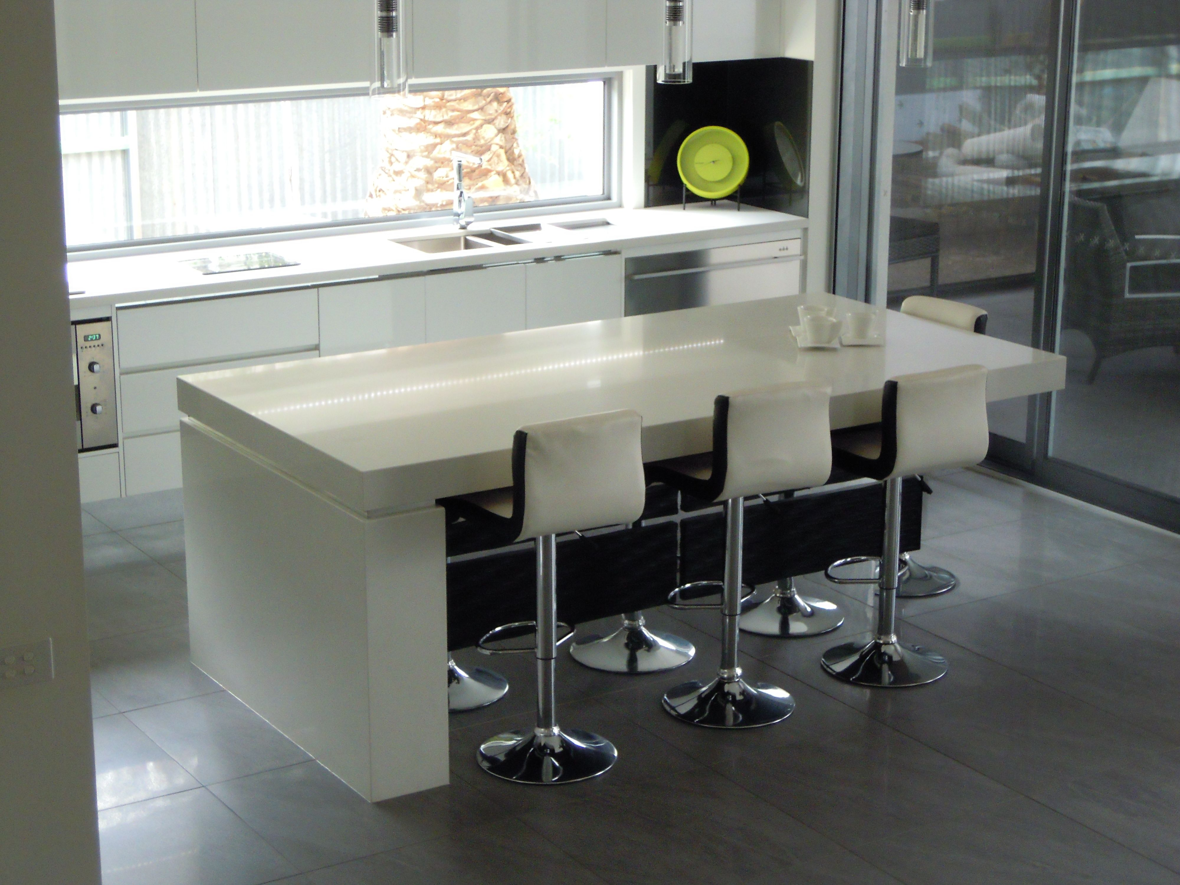 Ivory gloss kitchen bentleys interiors - This Kitchen Features Smartstone Arcadia Benchtops With Formica Vinyl Wrap Doors In Gloss Warm White