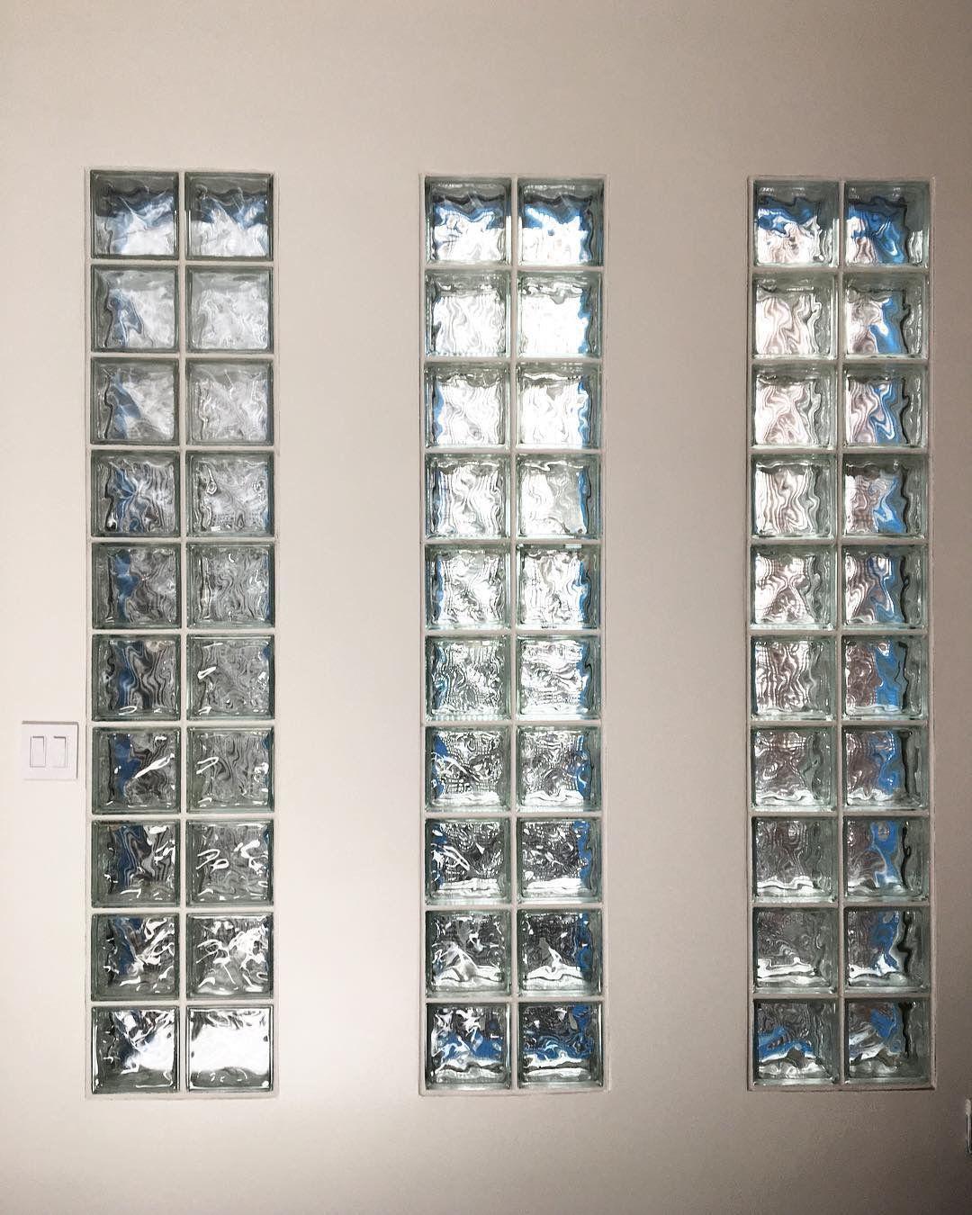 14 Tragaluz de vidrio en paredes