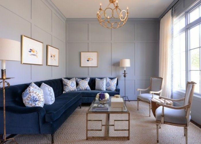 Wanddeko Vintage sofa bright carpet blue vintage coffee table chandelier wanddeko