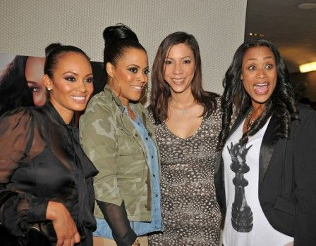 Tami Roman Launches 'Spring Love Cosmetics' Polish Line- http://getmybuzzup.com/wp-content/uploads/2013/02/Tami-Roman-Nail-Launch-1-448x350.jpg- http://gd.is/RVnRqH