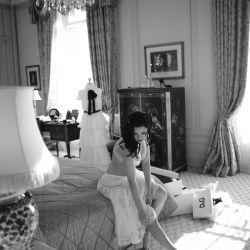 Gorgeous glamour, sexy boudoir, and fabulous fashion? This designer-inspired boudoir shoot is everything we l.o.v.e. at Merci!