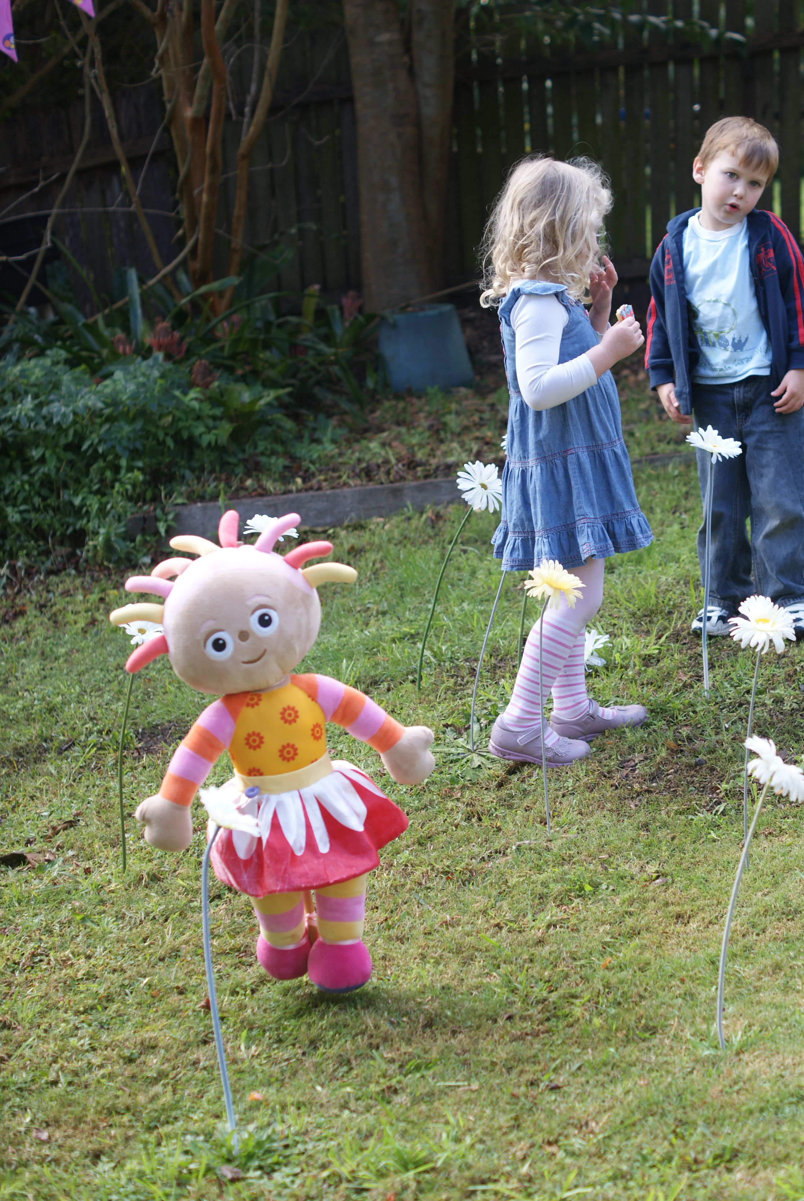 Upsy Daisy Flowers For The Garden In The Night Garden Party