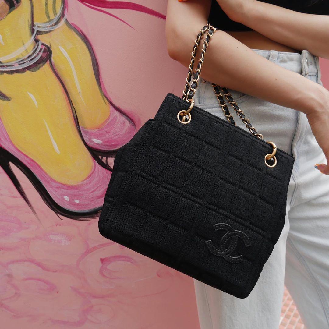 """AMORE vintage TOKYO on Instagram: """"Vintage Chanel Cotton Handbag. ▶︎Free Shipping Worldwide✈️ ≫≫≫ DM for more information 📩 info@amorevintagetokyo.com #AMOREvintage…"""""""