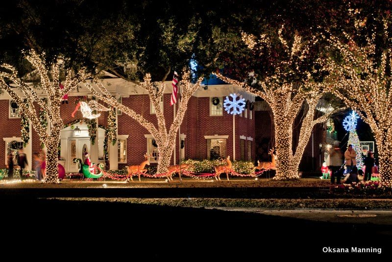 Panoramio Photo Of Christmas Lights At River Oaks Houston Tx Outdoor Christmas Decorations Christmas Lights Outdoor Christmas