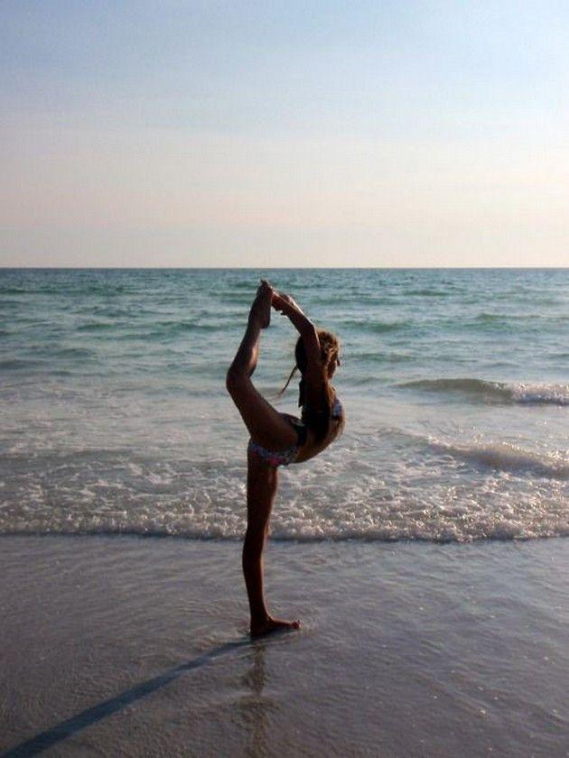Kathy Contreras impacta con foto haciendo yoga totalmente