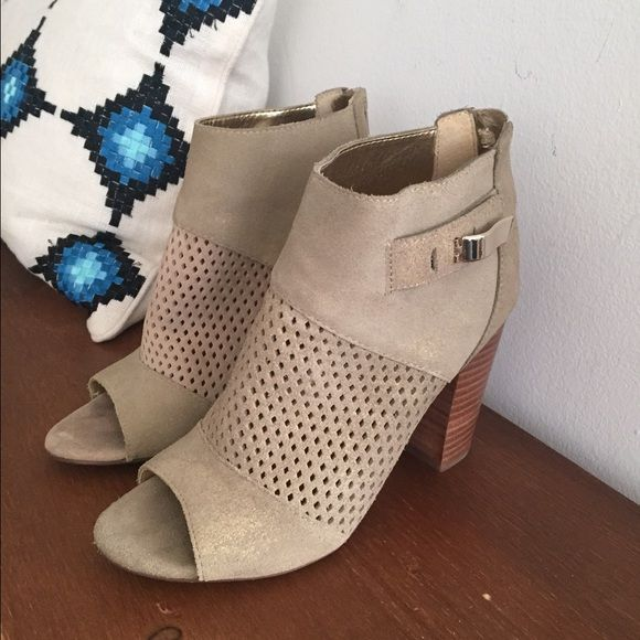 """DV by Dolce Vita Marana Booties - 7.5 Adorable, stylish and comfortable! 3-5/8"""" stacked heel with diamond-shaped cut-out. Tan color. Size 7.5. Suede upper. Lightly worn in great condition! Perfect with skinny jeans, dresses or skirts! DV by Dolce Vita Shoes Ankle Boots & Booties"""