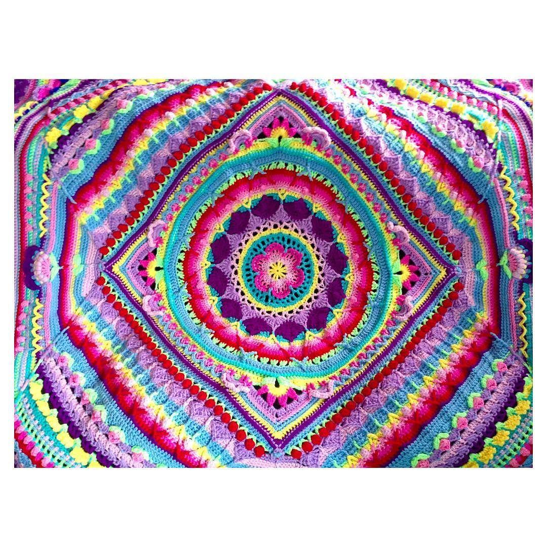 Mi madre es una artista! #minuevamanta #handmade #crochetblanket by twinit_es