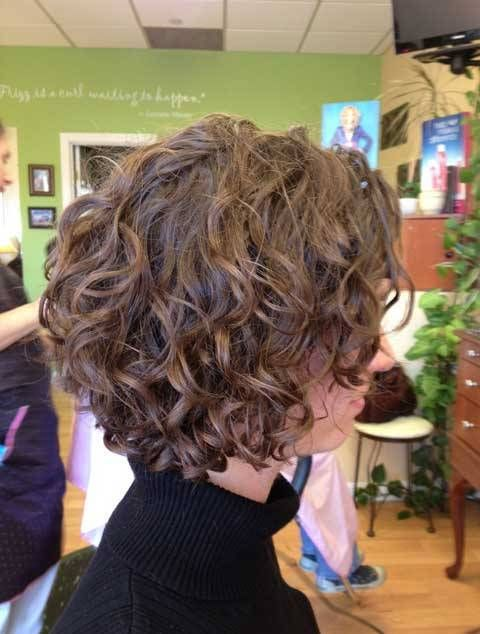 Bob Haircut Having A Loose Rough Curl Only Over The Edges With The Hairs Give A Adorable And Sty Short Hair Styles Short Curly Hairstyles For Women Hair Styles