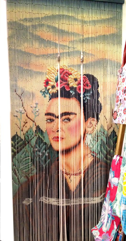 Rideau de porte fantaisie en bambou frida khalo kitsch kitchen ideas my birthday gifts - Rideau de porte bambou ...