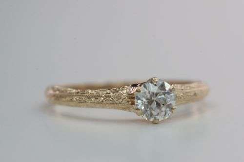 I Don T Usually Like Gold Pretty Engagement Rings Expensive Wedding Rings Stunning Engagement Ring