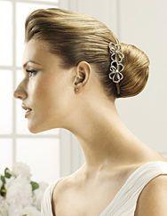 Pronovias presents its T15-2473 (2) bridal headpiece. | Pronovias
