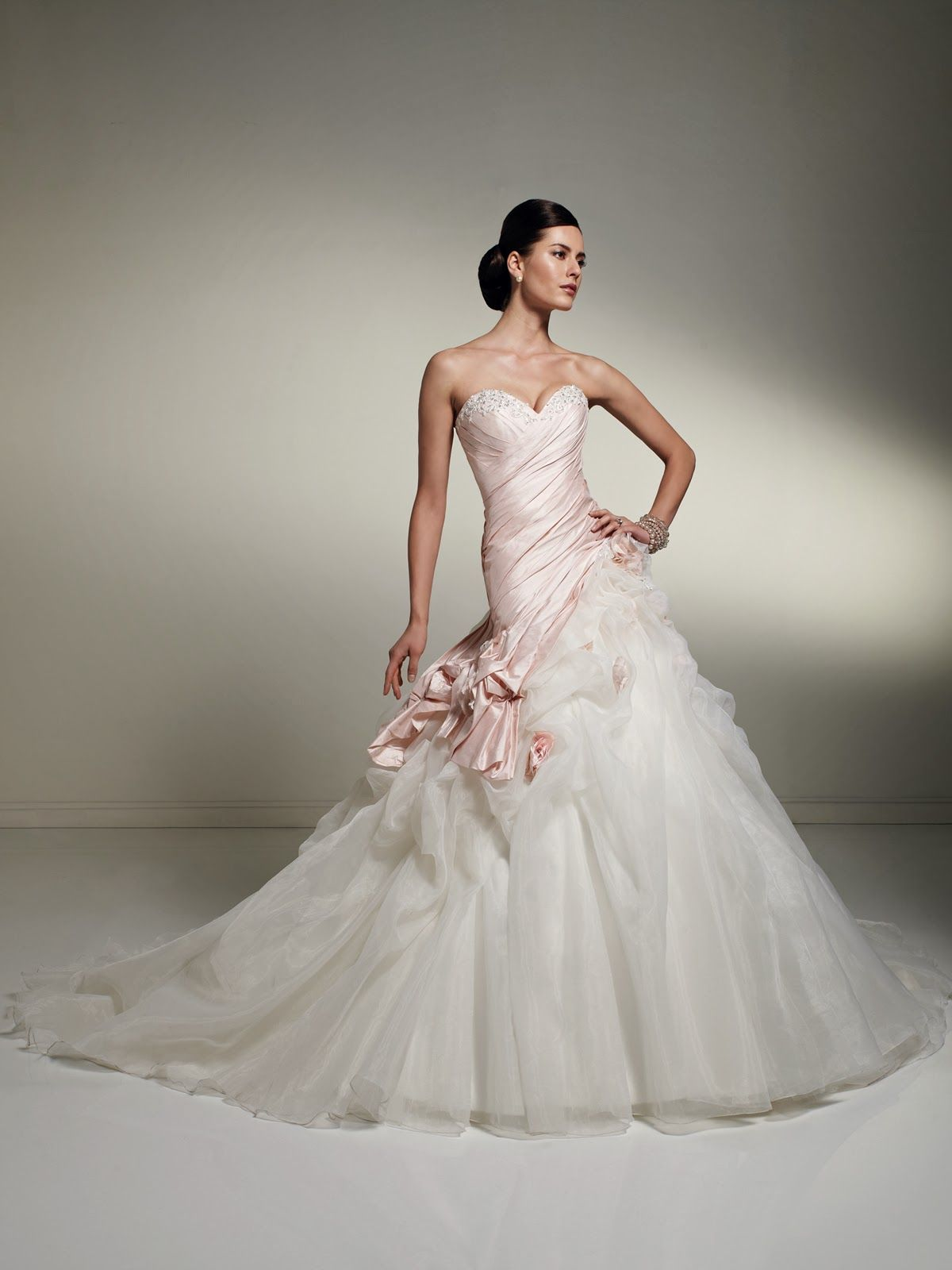 09cf432a23 Increibles vestidos de novia baratos y originales