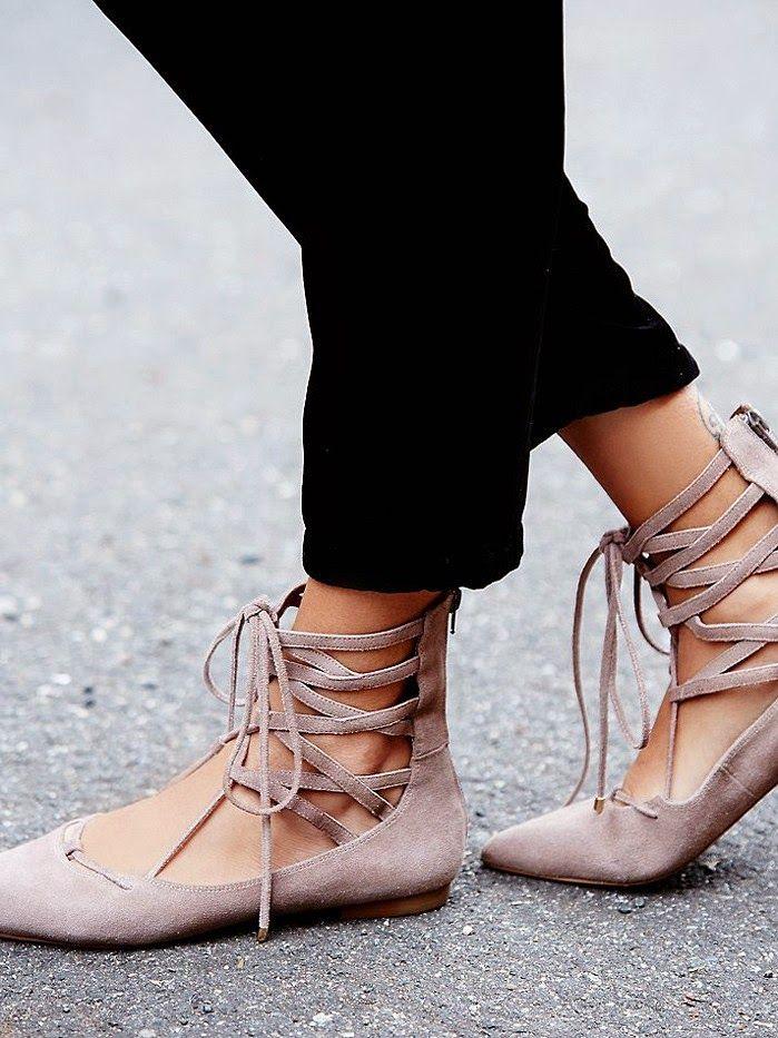 Parisienne: Lace-up Flats