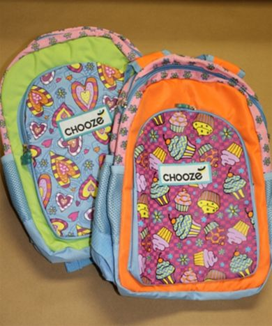 These adorable backpacks will send your little girl back to school with a smile on her face! #backpack #school #backtoschool #chooze #girl