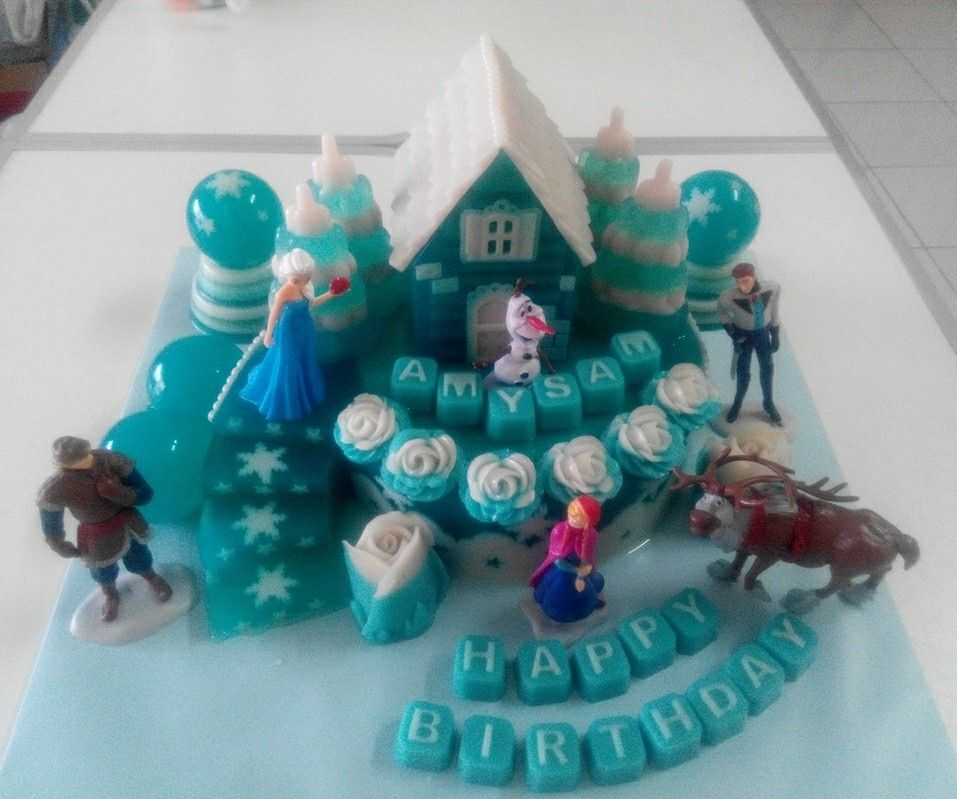 Frozen Jelly Cake. Elsa and Anna. A lot of lil girls loving it.