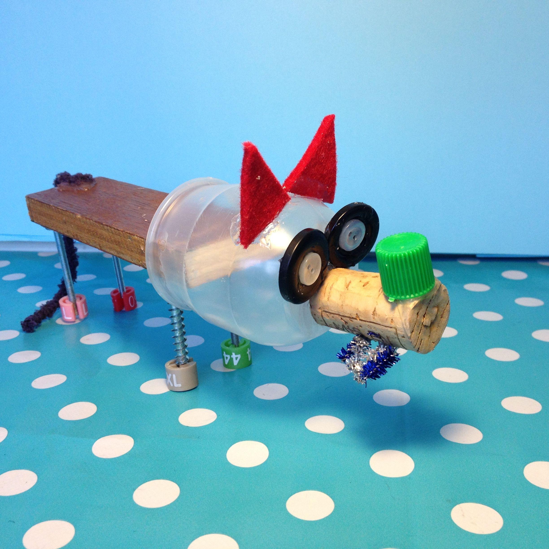 loup fabriqu par un enfant avec des objet de r cup ration. Black Bedroom Furniture Sets. Home Design Ideas