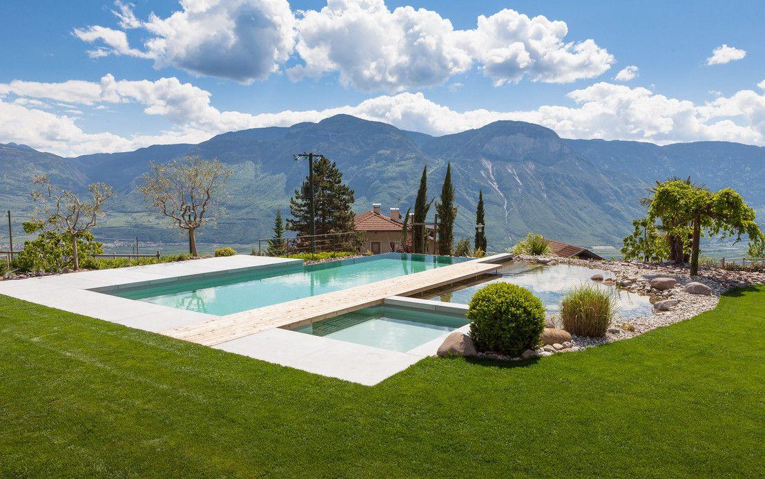 Esta piscina, com estilo de termas, é um autêntico lugar de meditação e relaxamento: com velas perfumadas, pouca luz e som de bolhas da hidromassagem – não podia ser melhor!