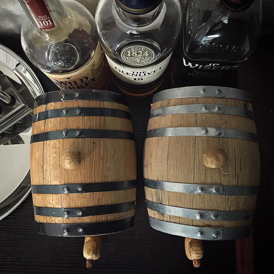 1 liter oak barrels.  On the left is finished finish with black hoops and the one on the right is unfinished finish with silver hoops.  #buyoakbarrels