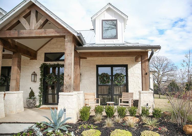 Oh How I Love Austin Stone Wrapped On A Texas Farmhouse Anyone Else With Me Just A Few More Days Till Christmas T House Exterior Farmhouse Exterior House