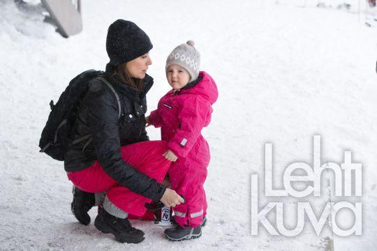 Kuninkaalliskuvat   Tanskan prinssi Joachim perheineen hiihtolomalla Sveitsissä   Lehtikuva   lehtikuva.fi