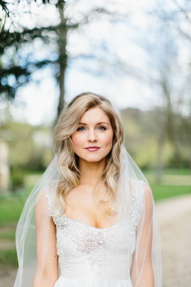 Loose, wavy wedding hair with veil. Dress by Anna Campbell - Love!