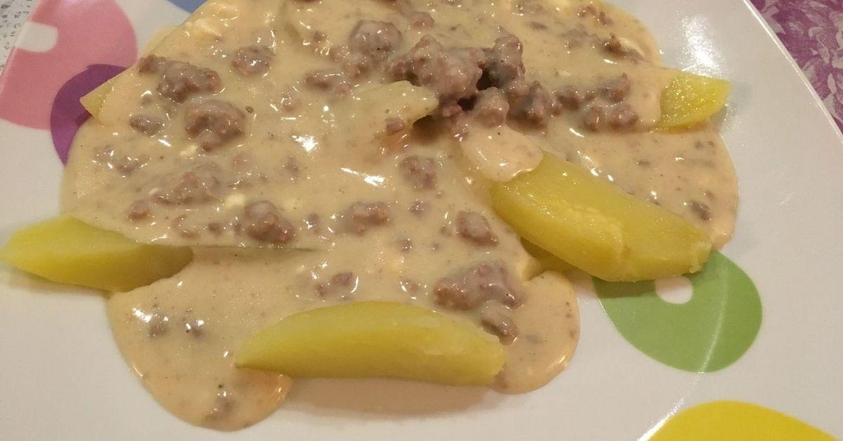 Hackfleisch-Feta-Soße mit Kartoffelwedges