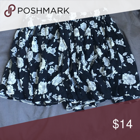 BRANDY MELVILLE FLORAL SKIRT floral skirt one size fits all Brandy Melville Skirts Mini