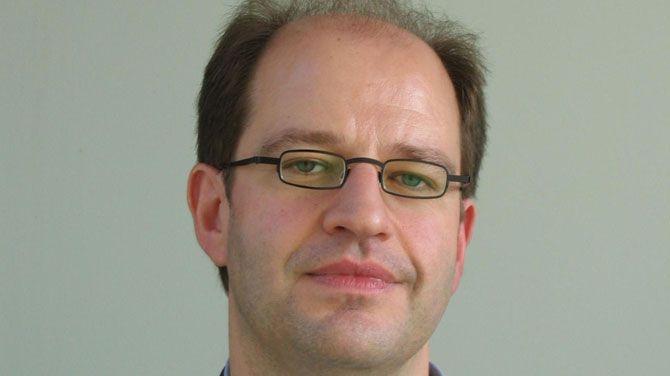 http://deredactie.be/cm/vrtnieuws/opinieblog/opinie/1.2393539.  Opinie: Het Europese Rijk en de opstandige provincie - Marc Hooghe