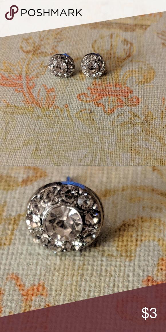 Beautiful Fake Diamond Earrings One Big Fake Diamond With Smaller Fake Diamonds Surround It I Can Bundle Any Earrin Fake Diamond Diamond Earrings Diamond