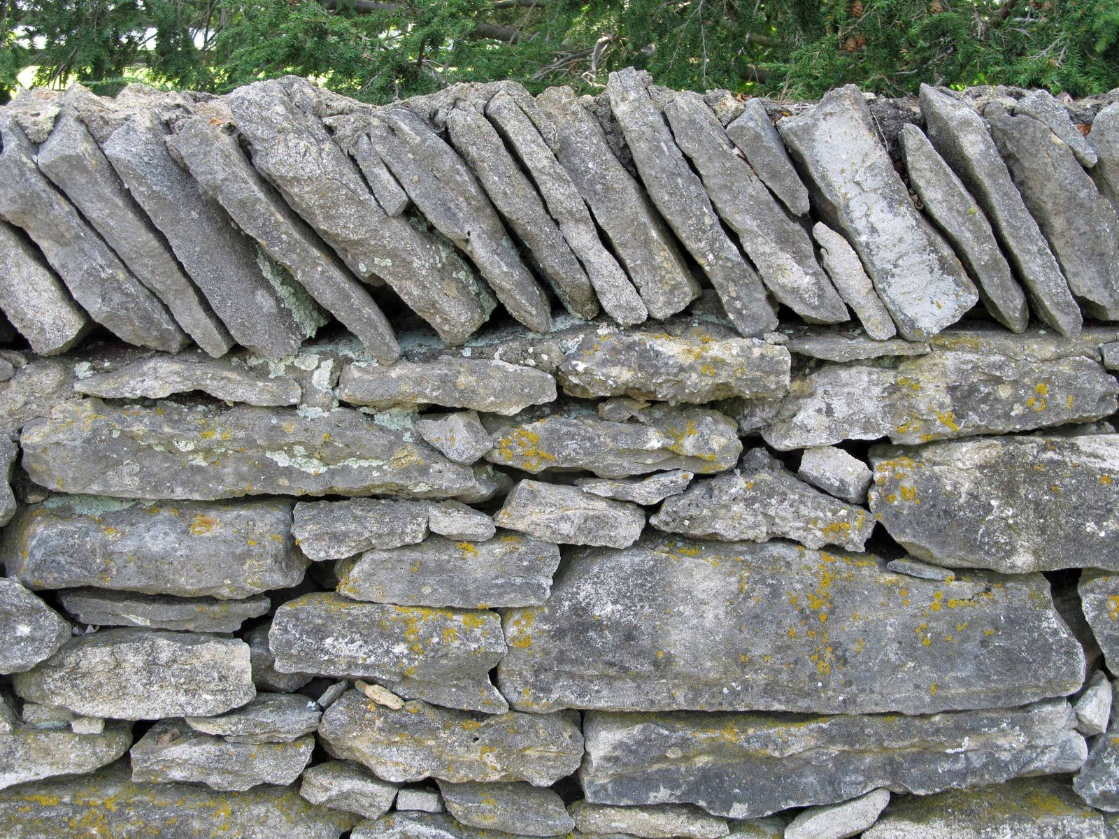 Stacked wall like the contrast vertical and horizontal