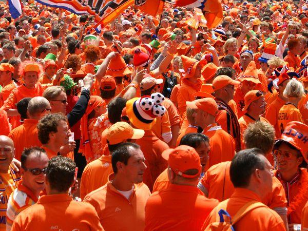 オランダ中がオレンジに!4月27日キングズ・デイ