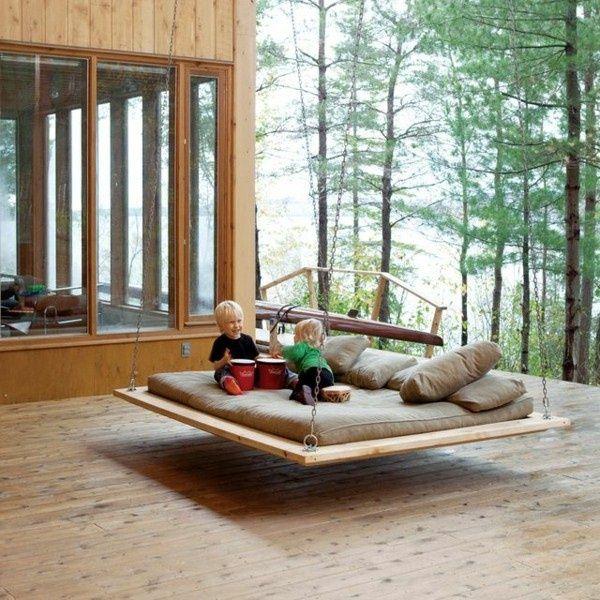 Fantastique bascule en bois dans le plaisir de jardin for Cendre de bois dans le jardin
