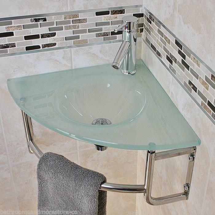 Pin De Zanira Ali Em Home Em 2020 Banheiros Modernos Pias De Banheiro Banheiros Pequenos Modernos