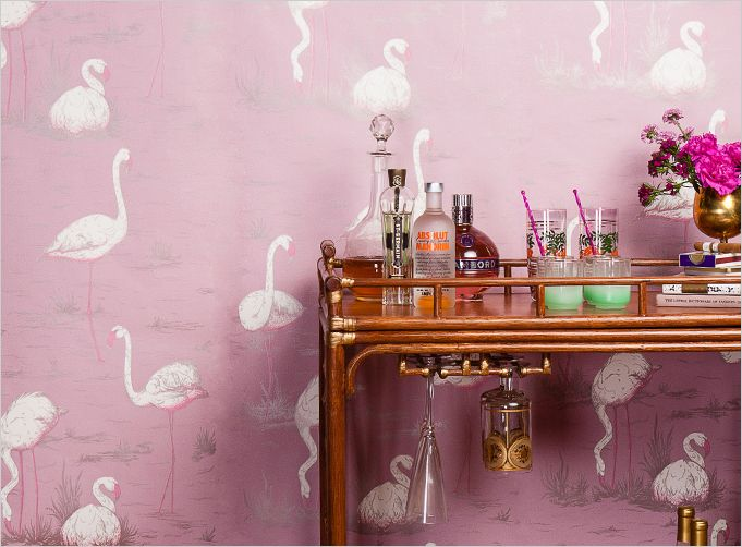 this flamingo wallpaper is to-die-for.