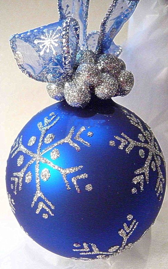 Snowflake Glass Ornament Love The Added Silver Berries And Ribbon To Hang On The Tree Christmas Ornaments Diy Christmas Ornaments Christmas Diy