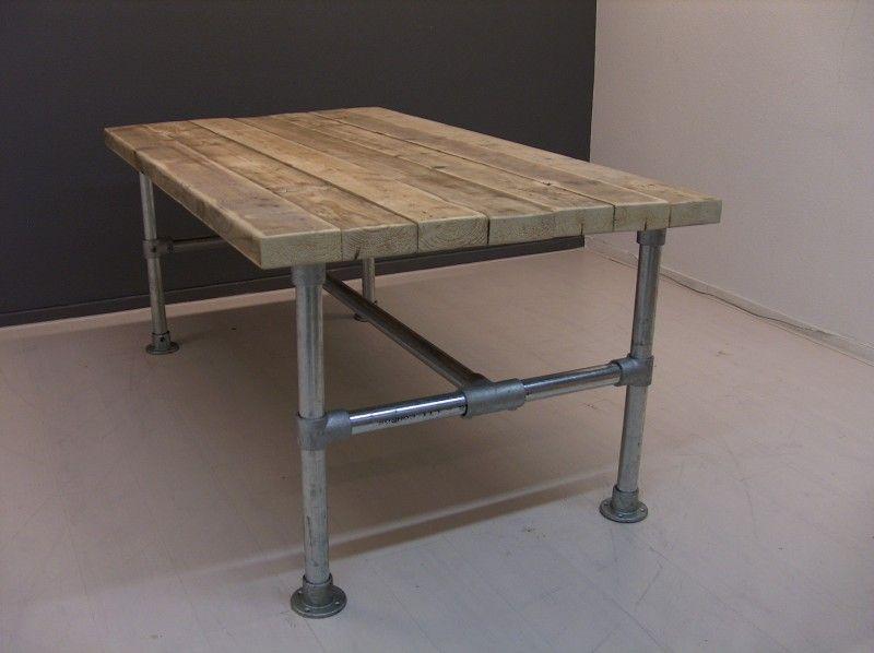 Steigerbuis Tafel Onderstel : Tafel van dikke oude steigerplanken met steigerbuis onderstel